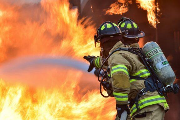 Consideraciones para prevenir incendios en casas de madera